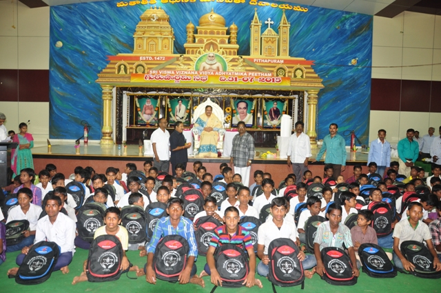 Dr.Umar-Alisha-UARDT-chairman-​distributed-school-bags-to-125-students-of-R.R.BH_.R-BC-boys-hostel-pithapuram-on-the-occasion-of-Guru-Pournami-at-Sri-Viswa-Vizanan-Aadhyatmika-Peetham-new-Ashram-Premises
