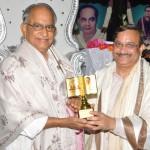 Memento-to-Mr.-M.V.V.S-Murthy-Ex-M.P-fromDr.UmarAlisha_MahaSabhalu2017