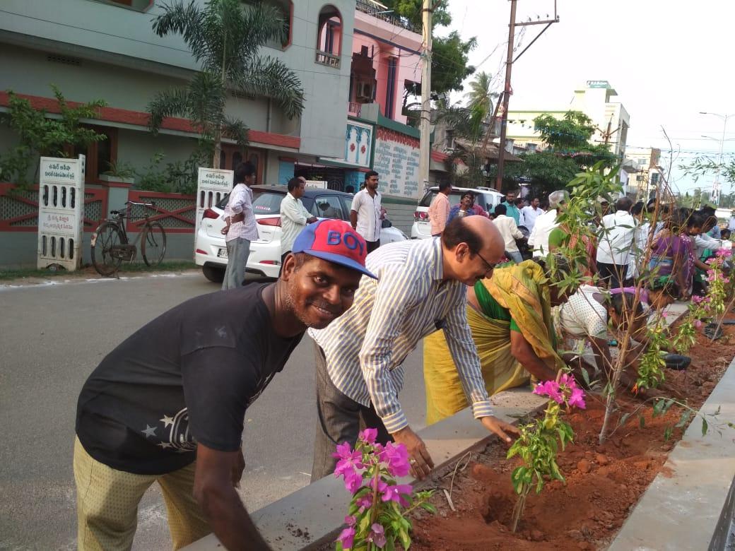 UARDT volunteers  participated plantting the sapling