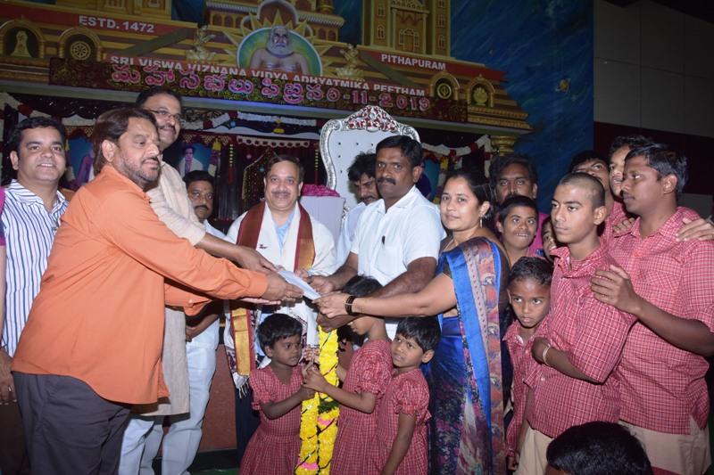 Sathguru Presenting Cheque to NGO along with V.V.Lakshmi Narayana