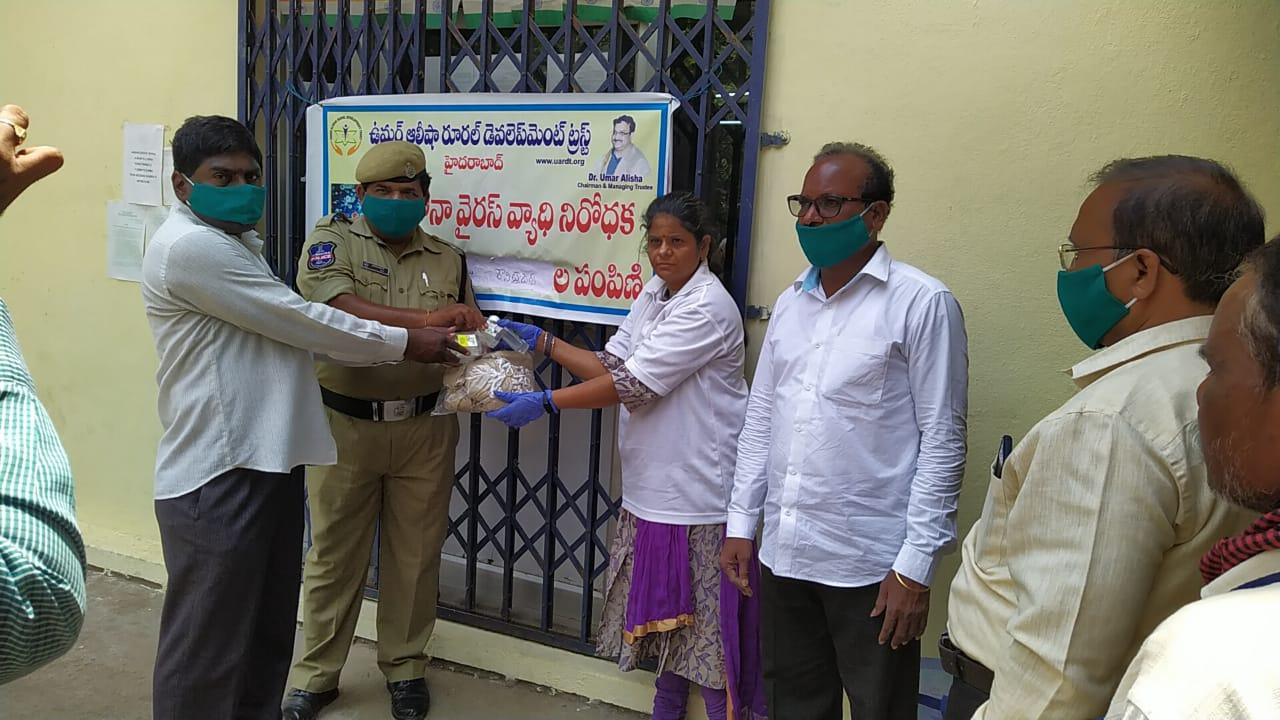 02-Coronavirus-FreeMasks-Gloves-Sanitizers-Hyderabad-07April2020
